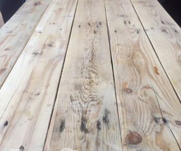 IKEA coffee table hack – reclaimed pallet wood cover